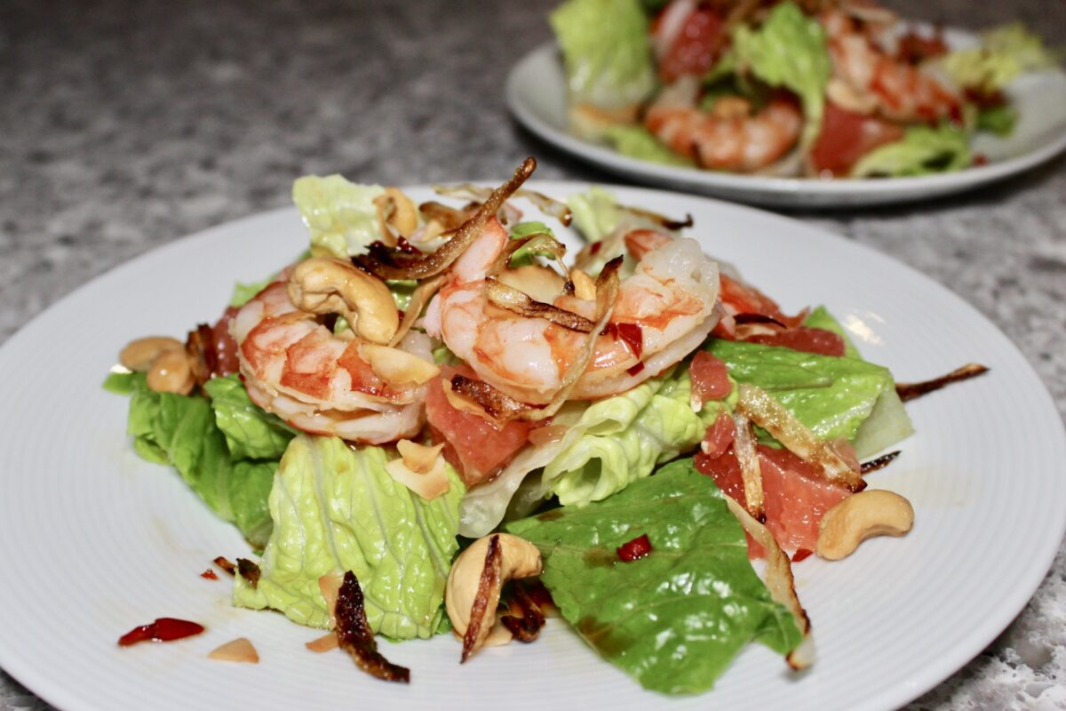 spicy thai grapefruit salad with shrimp