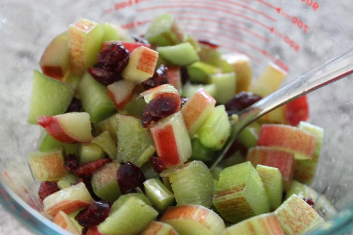 rhubarb cranberry streusel muffins